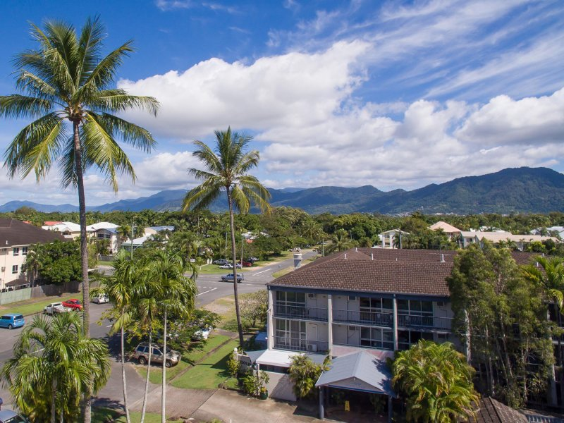 Cairns Holiday Lodge 100